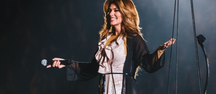 "[Review] ""Shania Now Tour"" repleta de hits, bem ritmada, visualmente deslumbrante e quente"