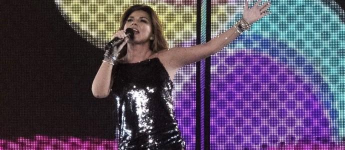 """[Review] O espetacular show de Shania Twain em KC incluiu um homem com as palavras """"Vamos, garotas"""""""