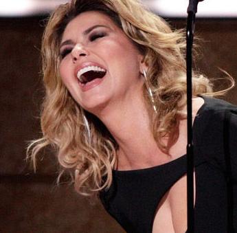 "Shania Twain recebe prêmio ""Artist of a Lifetime"" durante o CMT Artists Of The Year 2016"